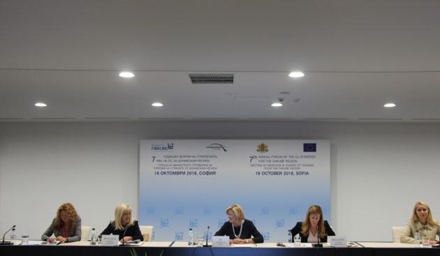 Комисарят по регионална политика Корина Крецу информира днес, че България