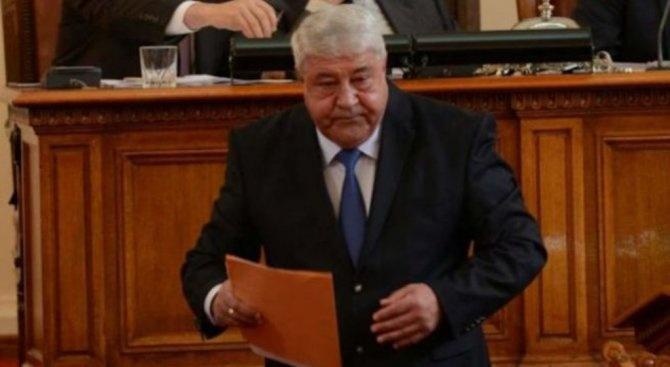 Корнелия Нинова и колегите ѝ в парламента са сценаристи, режисьори