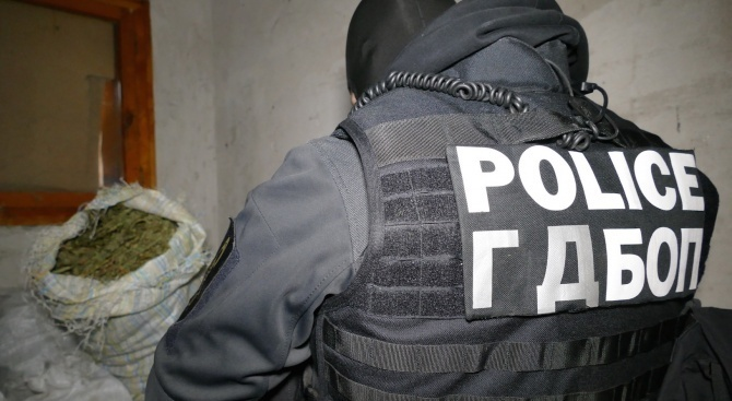 Четирима души са задържани при специализирана полицейска операция срещу разпространението
