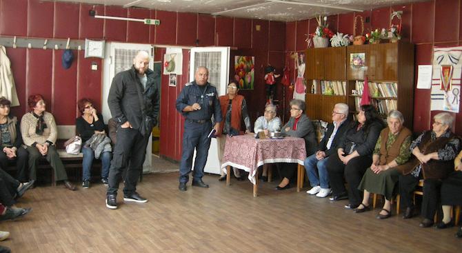 Служители на Областната дирекция на МВР в Силистра изнасят беседи