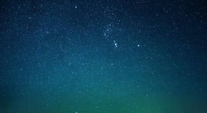 Астрономи от Кеймбриджкия университет в Англия откриха млада звезда, около