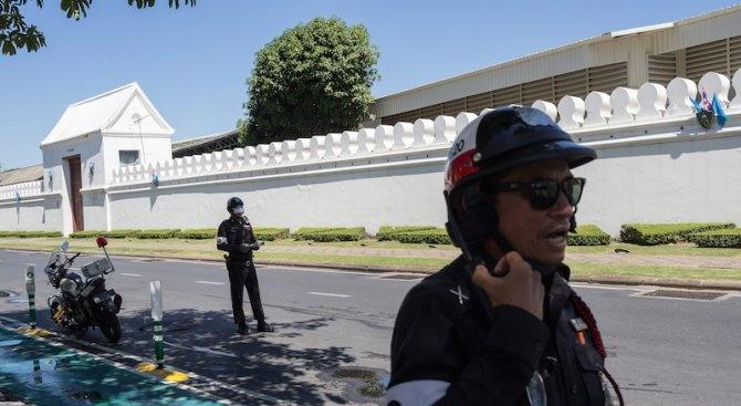 Двама туристи бяха задържани в Тайланд за вандализъм, след като