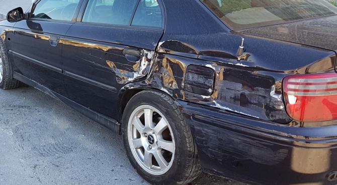Пътна полиция изяснява сигнал за блъснати паркирани автомобили в района