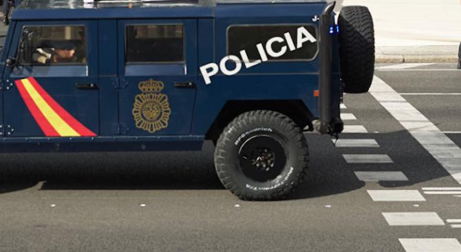 Испанската полиция обяви, че 10 служители на реда и един