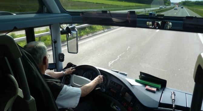 Шофьор на автобус, превозващ 50 деца от Самоков, е заловен
