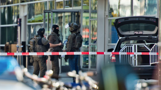 Германските власти не изключват вчерашната заложническа драма в Кьолн да има терористичен мотив