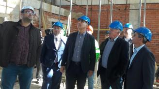 Цветанов посети строящата се спортна зала към Природо-математическата гимназия в Смолян (снимки)
