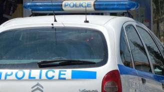 Задържаха непълнолетен за кражба на пари от възрастен човек в Ямбол