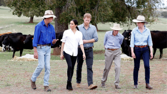 Хари и Меган се срещат с фермери в поразената от суша селскостопанска част на Австралия (снимки)