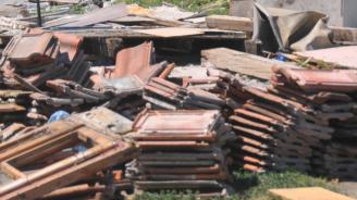 """Багери влязоха в """"Шекер махала"""". Жандармерия и полиция охраняват събарянето на незаконните постройки"""