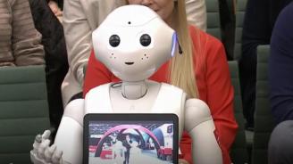 Робот говори за изкуствения интелект пред парламентарна комисия (видео)