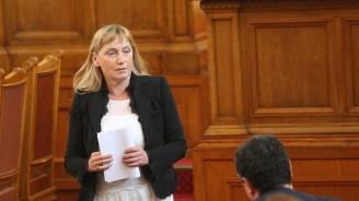 Елена Йончева: Правителството е в агония, тече битка за постове