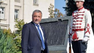 Валери Симеонов ще вземе участие в тържественото честване на Деня на военния парашутист