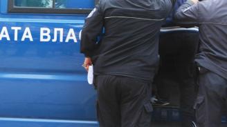 Служители на ГДО конвоират Северин от Германия до България