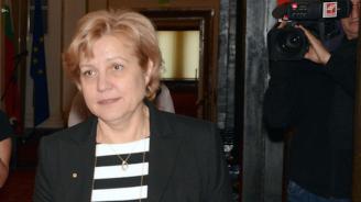 Менда Стоянова отново успокои, че данъкът върху старите коли няма да надхвърли 20-30%