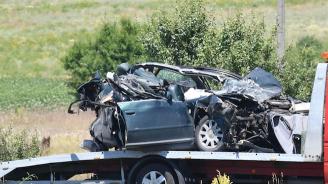 Верижна катастрофа между три коли блокира пътя Плевен-Русе