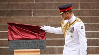 Принц Хари откри обновен мемориал в Австралия (снимки)