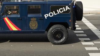 10 полицаи пострадаха при опит за бягство на мигранти в Испания
