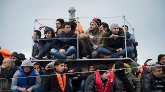 Спасени в морето мигранти очакват с месеци прехвърлянето си в Германия