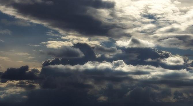 Ще бъде предимно облачно и на места, главно в Западна