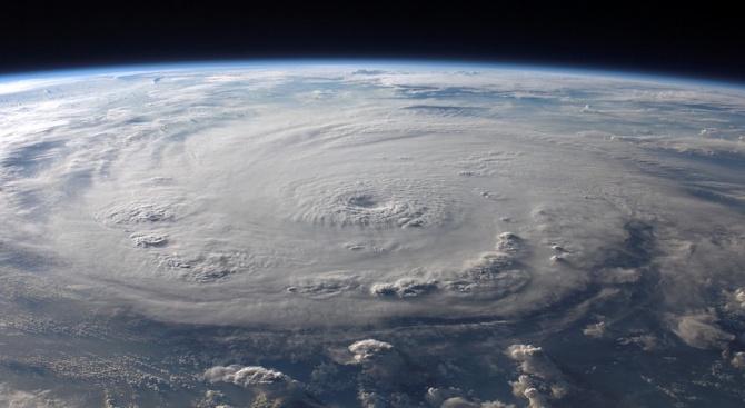 Ураганът Уила, заплашващ югозападно Мексико, достигна четвърта категория