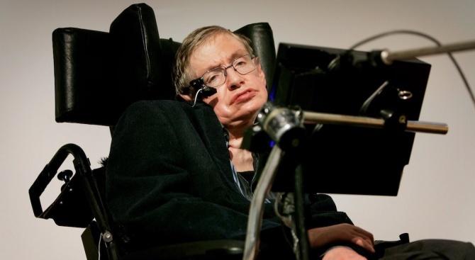 Предлагат на търг инвалидната количка и докторската дисертация на Стивън Хокинг