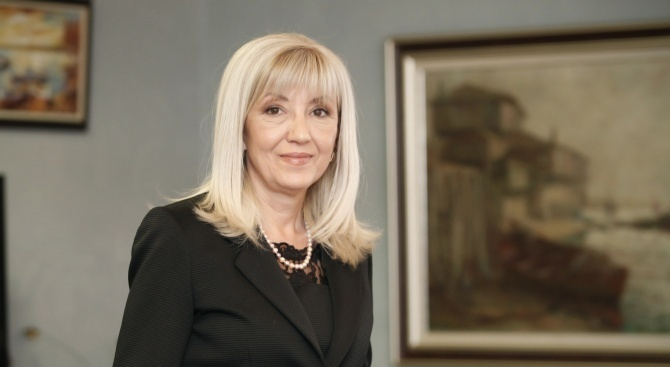 Министър Аврамова подписа договора за изпълнение на проекта за спешната медицинска помощ