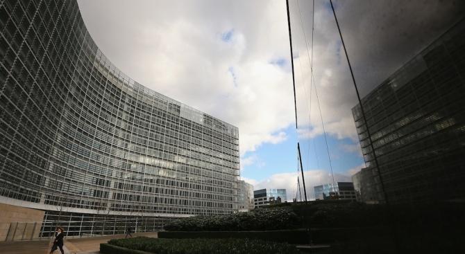 Европейската комисия (ЕК) е дала на съд двойка служители, назначени