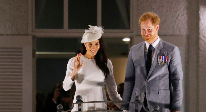 Британският принц Хари и съпругата му Меган Маркъл се сбогуваха