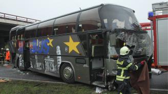 Трагедия в Пакистан отне живота на 19 души след автобусна катастрофа