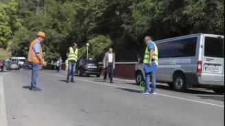 Мая Манолова и трима министри ще обсъдят проблемите с пътя край Своге