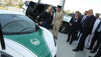 Премиерът разгледа техниката и ресурсите на Дубайската полиция (снимки)