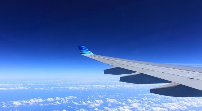 """Пътнически самолет на индонезийската авиокомпания """"Лайън еър"""", летящ от Джакарта"""