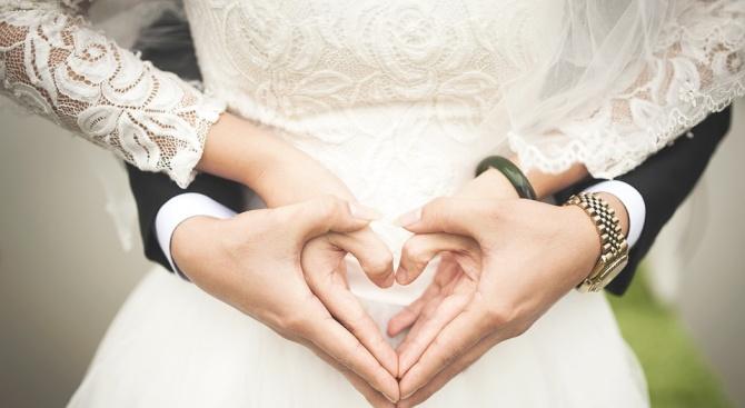 Снимка: Нестандартно предложение за брак в Първа САГБАЛ