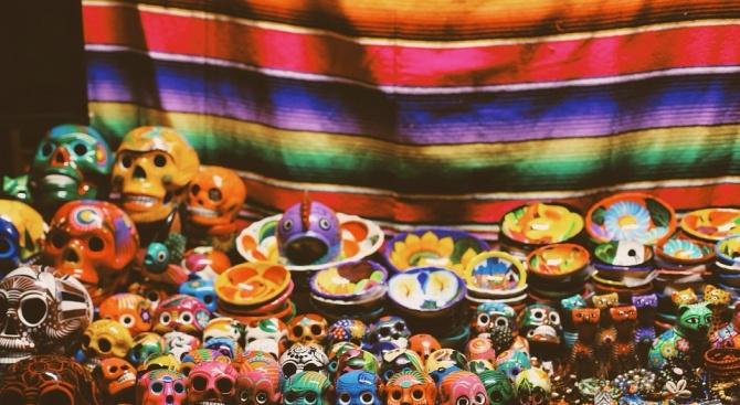 Автентичен мексикански олтар за Деня на мъртвите показва за първи