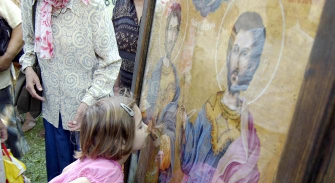 Православната църква чества паметта на Св. Козма и Дамян