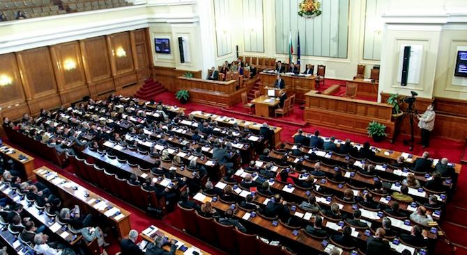 Парламентът с извънредно заседание на 6 ноември