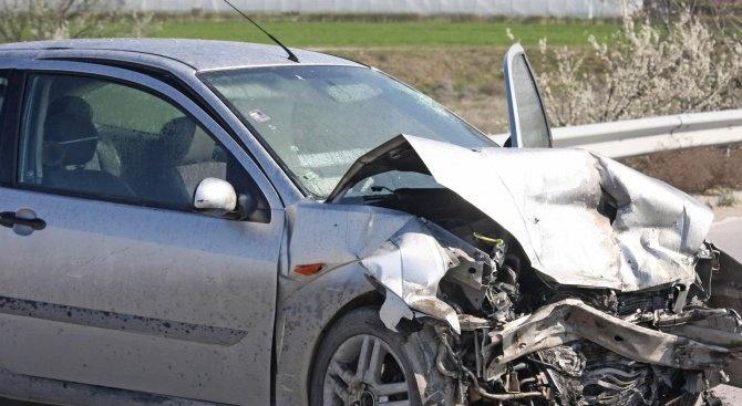Тежка катастрофа с две жертви затвори пътя Пловдив-Пещера