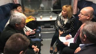 Мая Манолова приела 117 жалби във влака София-Варна (снимки)