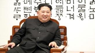 Портрет на Ким Чен-ун беше окачен на обществено място за първи път (снимка)
