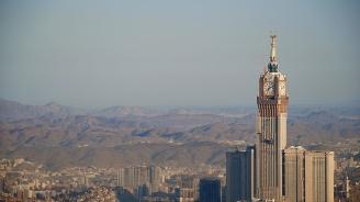 Саудитският крал започна обиколка из страната си, за да се запознае с нуждите на поданиците