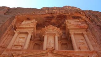 Наводнения в древния йордански град Петра: Има загинали и ранени