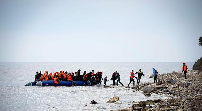 Най-малко 17 мигранти са загинали край бреговете на Испания