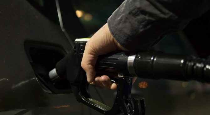 КЗК проучва цените на бензиностанциите
