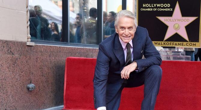 Майкъл Дъглас със звезда на Алеята на славата в Холивуд (снимки)