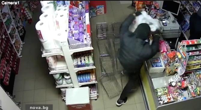 Маскирани апаши обраха магазин в Плевен за 47 секунди (видео)