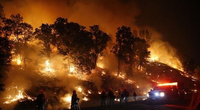 Един от бушуващите в Южна Калифорния горски пожари стана причина