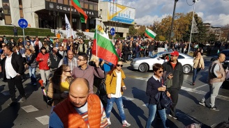 Стотици на протест във Варна (галерия)