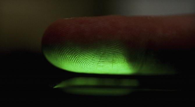 ЕС въвежда задължителни отпечатъци и чип в личните карти