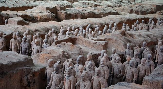 В Китай откриха мини теракотена армия (видео)